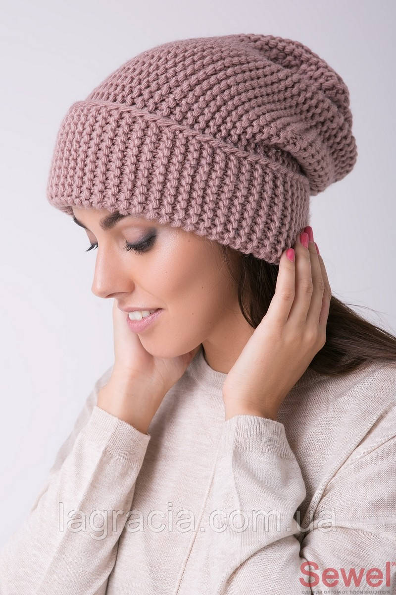 Теплая вязаная шапка женская