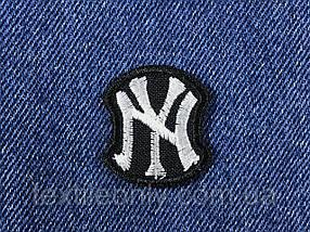 Нашивка New York колір чорно білий 29х35мм
