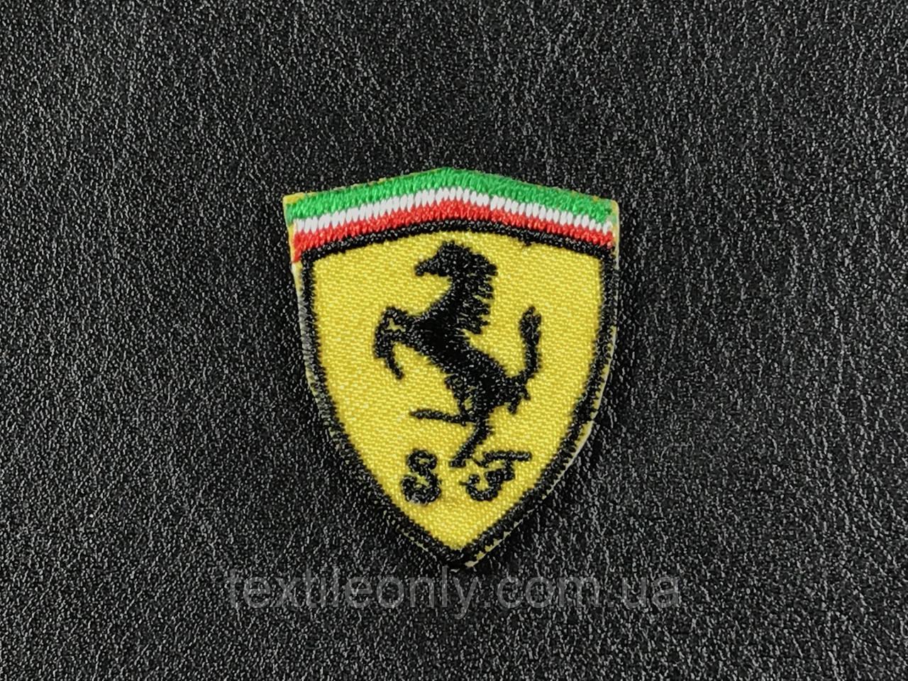 Нашивка Ferrari 25x30 мм