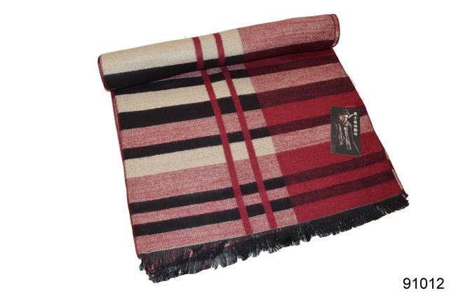 Фото красного мужского кашемирового шарфа на осень 1