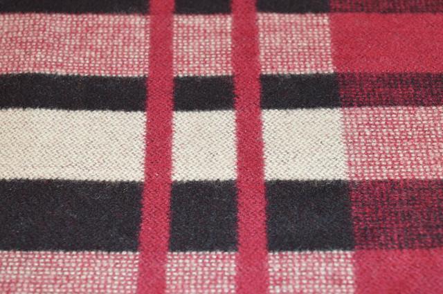 Кашемировая ткань в красных и бежевых цветах 4
