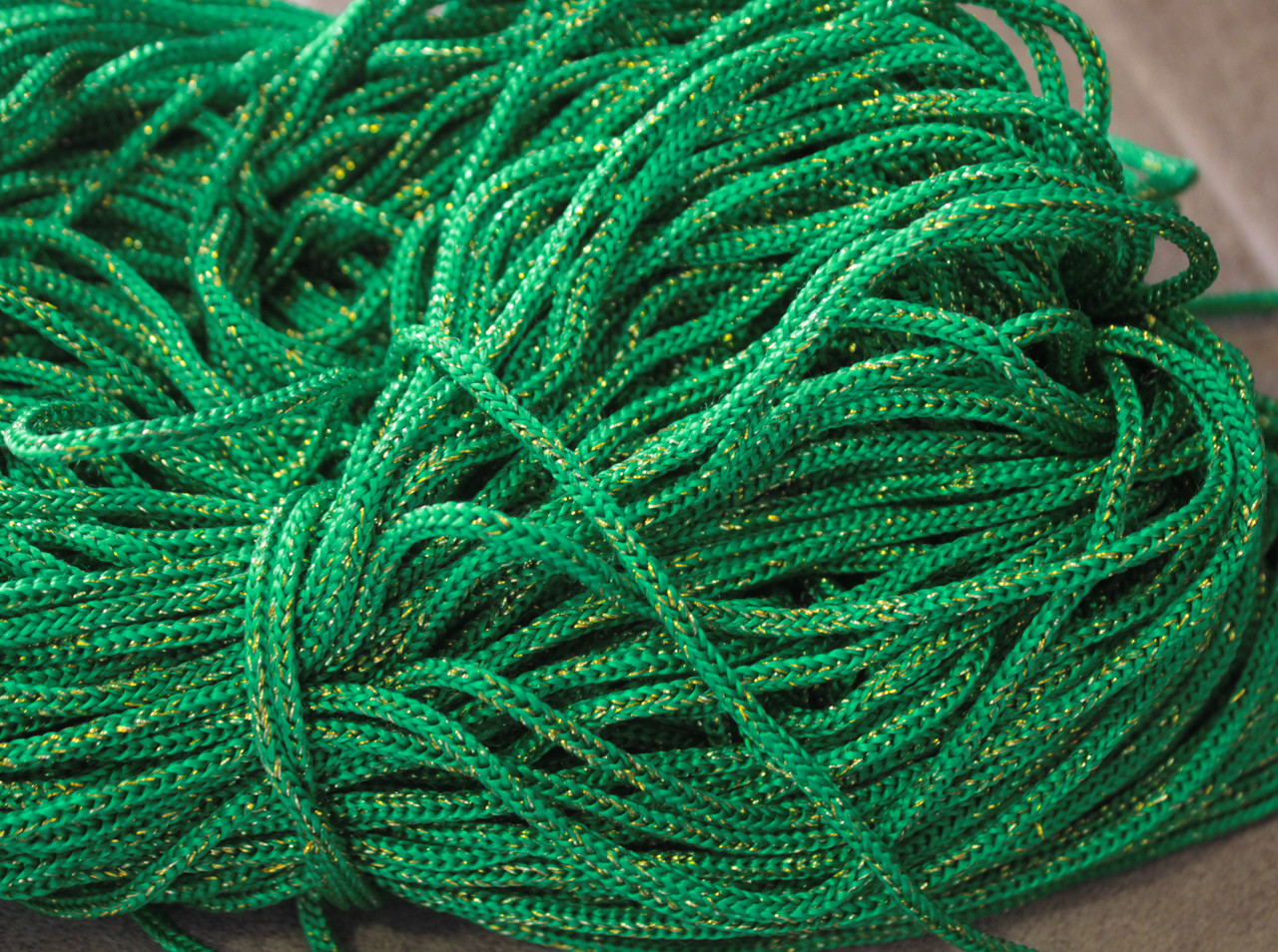 Шнур декоративный круглый зеленый с люрексом (100м)