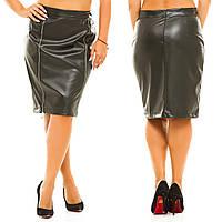 Кожанная юбка-карандаш спереди на две молнии.