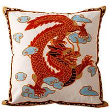 """Декоративная наволочка с вышивкой """"Дракон"""" TRAUM 5321-06  , застежка на молнии. Цвет красный."""