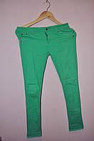 Женские джинсы зеленые