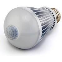 Лампа светодиодная с датчиком движения + фотореле, 7 Вт