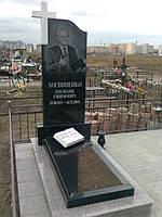 Памятник  с крестом и библией