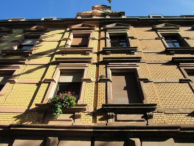 Фасад кирпичного дома