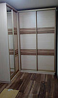 Шкаф-купе угловой, двери  комбинированные с перемычками - зеркало и ДСП