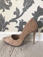 Женские  туфли лодочки  цвет бежевый ,замшевые,тигровая подошва,каблук 10см