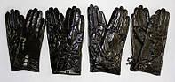 Интересные, модные, чёрные женские перчатки из лаковой натуральной кожи