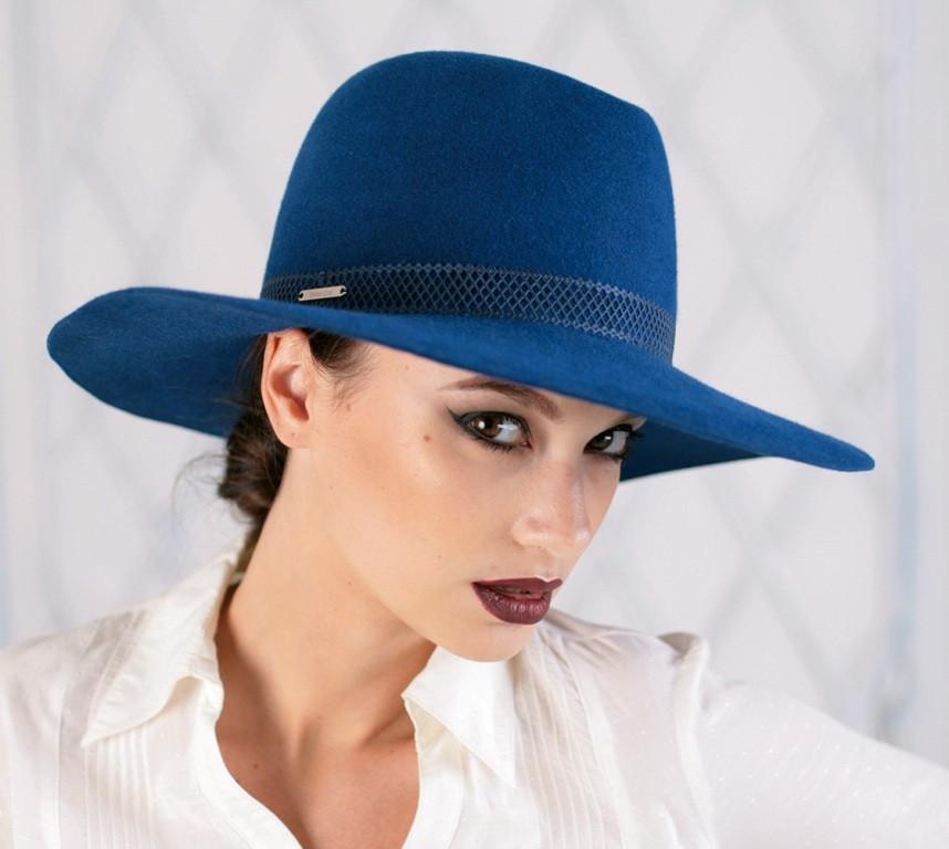 Шляпа из фетра мужского стиля цвет ярко синий поля 10 см