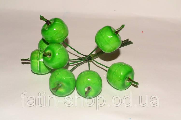 Яблука середні