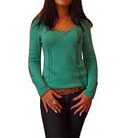 Вязаный женский свитер с протяжками.