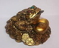 Трехлапая Жаба Богатства на Монетах с Чашей Богатства