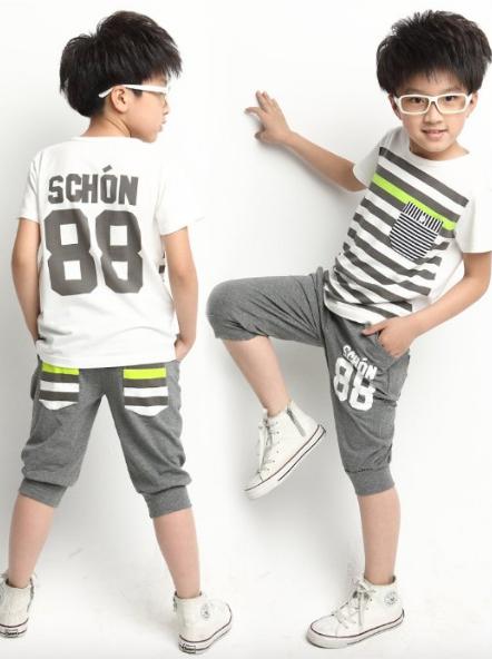 Классные летние полосатые серые костюмы для мальчика