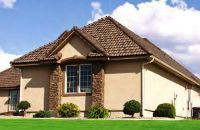 Частный загородный дом с четырехскатной вальмовой крышей