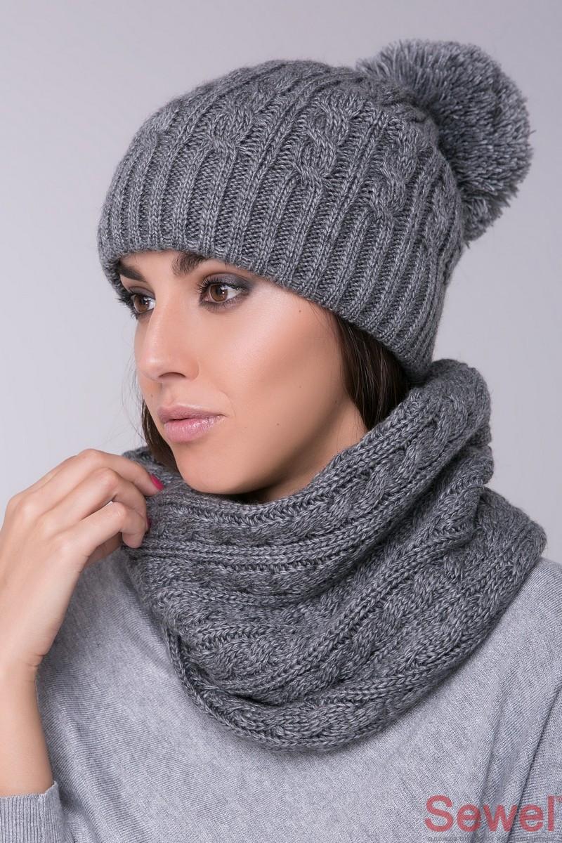 Модная вязаная женская шапка с бубоном