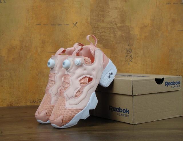Купить женские кроссовки Reebokфото