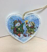 """Деревянная подвеска, открытка """"Сердечко со снеговиками"""""""