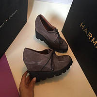 Обувь на танкетке туфли.