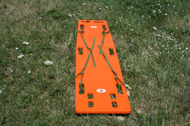 Спинальный иммобилизационный комплект для пострадавших с травмами позвоночника.