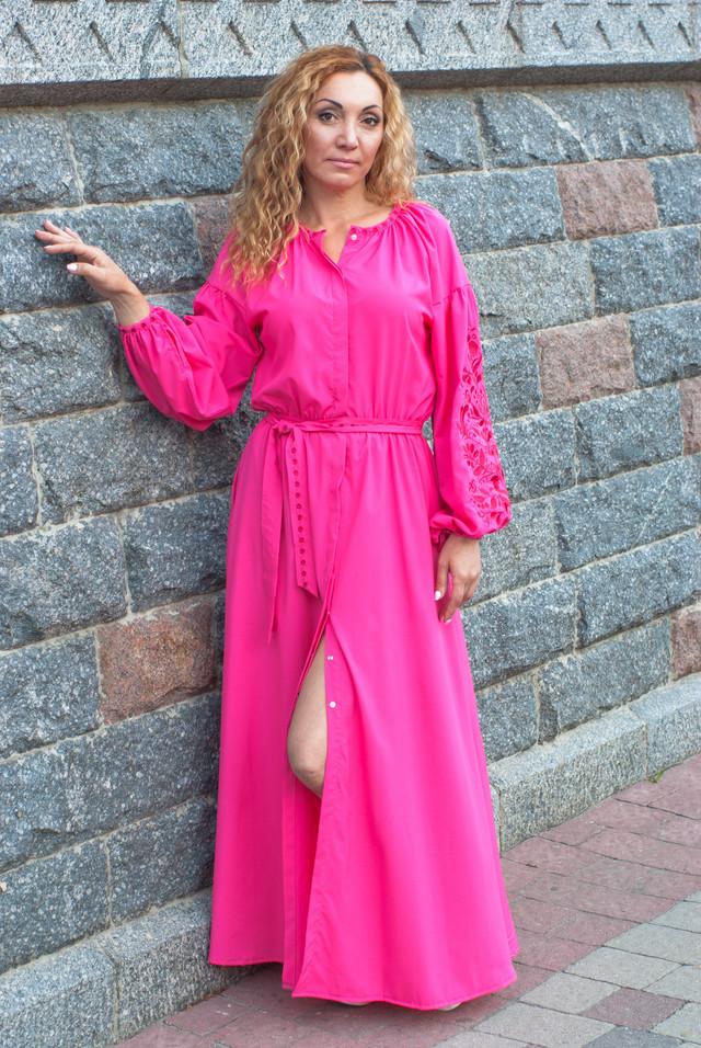 Розовое платье с вышивкой