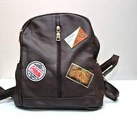 Модный женский городской рюкзак с нашивками коричневый