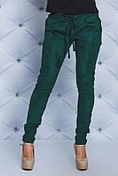 Стильные замшевые брюки зеленые