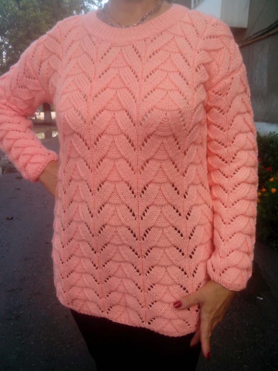 967c0813ab2 Женский вязаный свитер