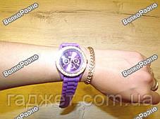 Женские часы Geneva со стразами фиолетового цвета. Женские часы., фото 3