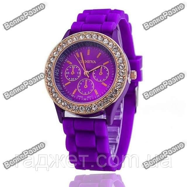 Женские часы Geneva со стразами фиолетового цвета. Женские часы.