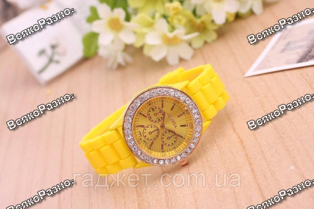Женские часы Geneva со стразами желтого цвета. Женские часы.