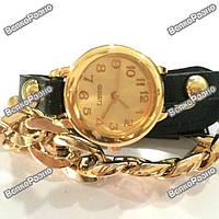 Женские наручные часы с декоративной цепочкой черного цвета.