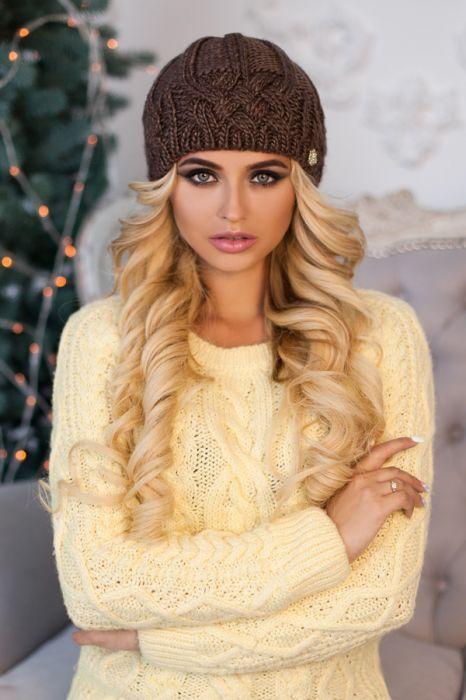Зимова жіноча шапка «Камелія» Світло-коричневий