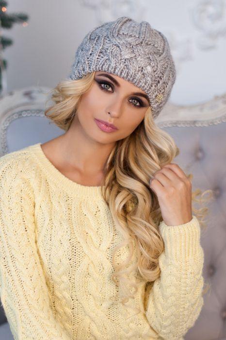 Зимняя женская шапка «Камелия» Светло-серый