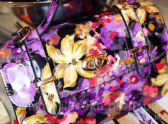 Яркие цветные сумки с пряжками в цветном принте шанель купить