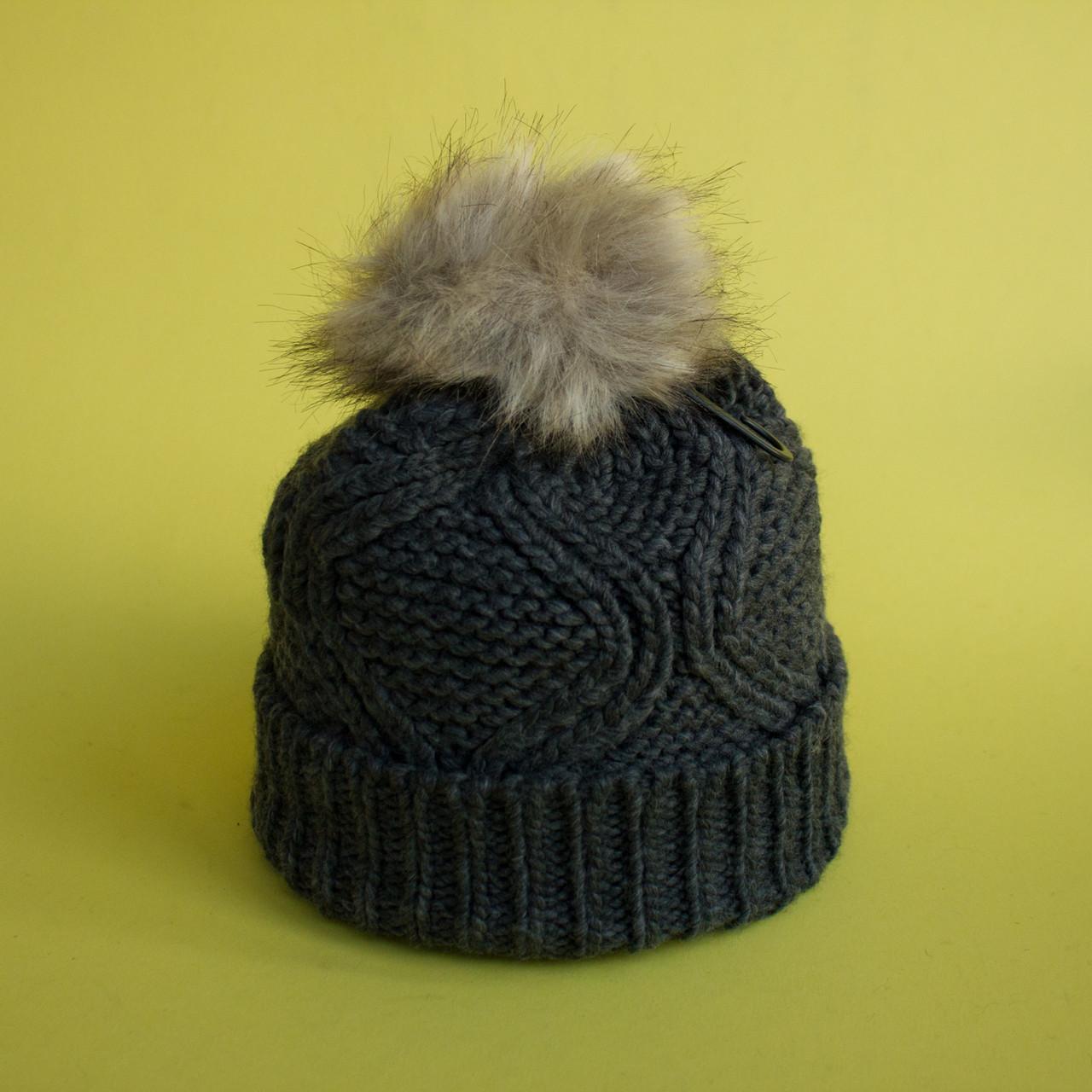 серая вязаная шапка с меховым помпоном купить украина шапки в