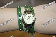 Винтажные часы JQ с длинным ремешком зеленого цвета.