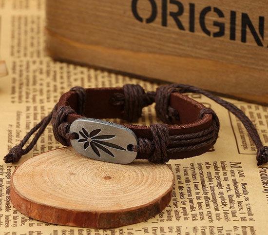 Браслет кожаный «Лист каннабиса» коричневый