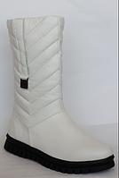 Женские кожаные сапоги белого цвета