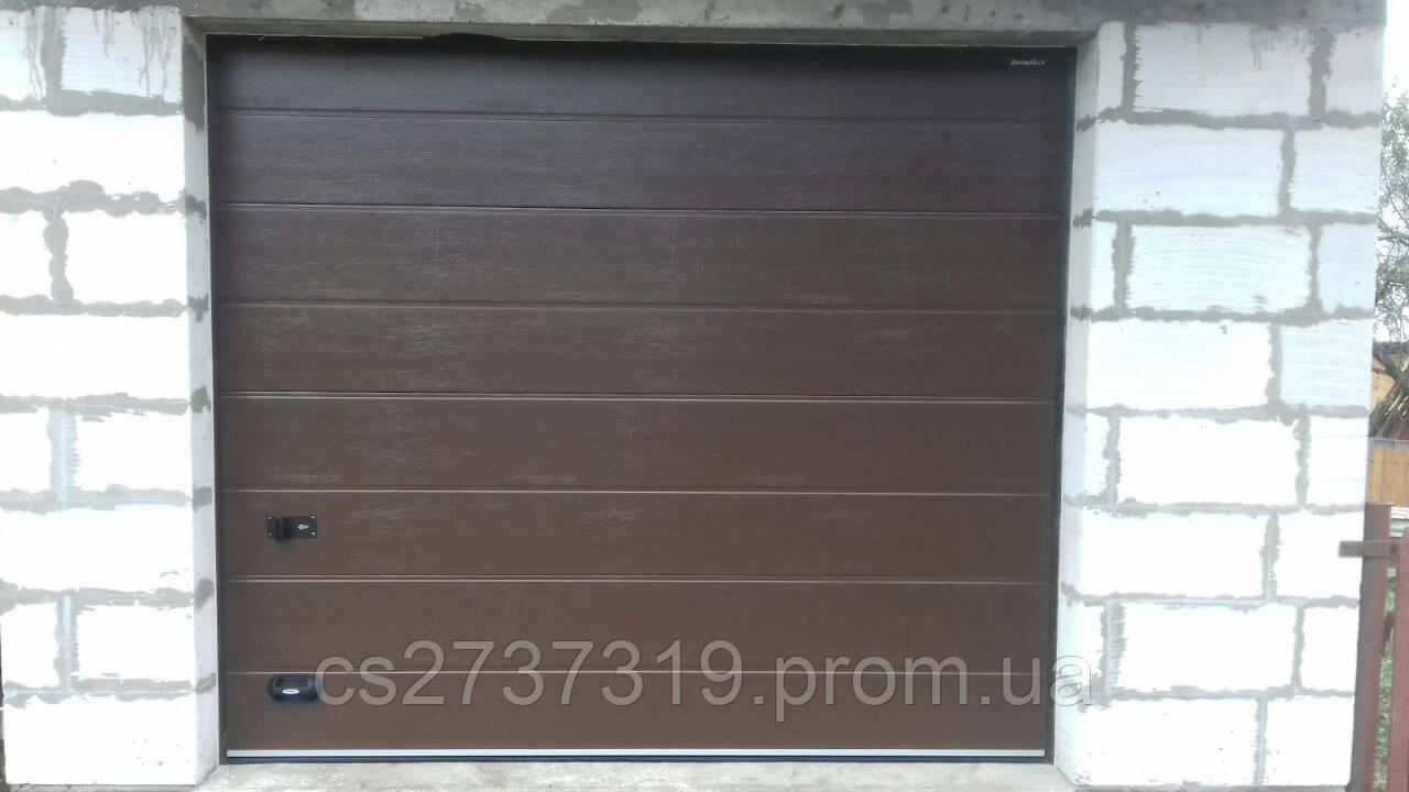 Гаражные секционные ворота  DoorHan 2800*2400