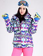 Женский яркий костюм для зимнего отдыха