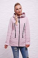 Женская короткая пудровая курточка в спортивном стиле на молнии с капюшоном и змейками спереди Куртка 17-756