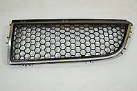 Решетка радиатора левая б/у Рено Трафик 2 8200044579