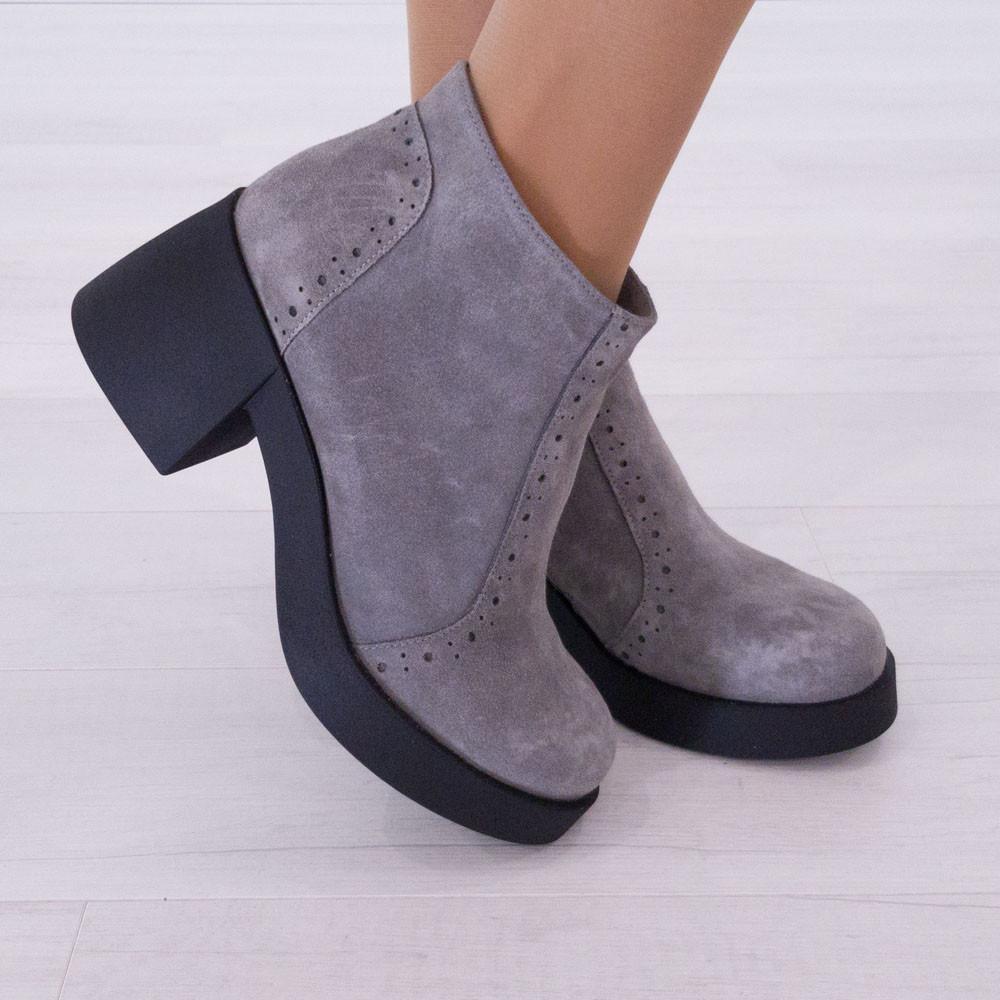 Ботинки замшевые серые женские Woman's heel на каблуке с молнией