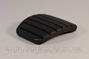 Накладка педали на Renault Trafic 2006->  (сцепление / тормоз, 62mm) — Renault - 8200874407