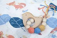"""Подарочный набор Ярмирина """"Лисички"""": 2 муслиновые пеленки 110х110 и игрушка-грызунок """"Птичка"""""""