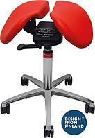 Эргономичный стул седло Salli Sway позволяет сидящему наклонять сиденье в разные стороны