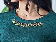 Коктельное платье цвета нефрит с украшением